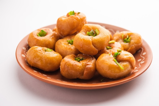 Balushahi lub badushah lub mughlai to tradycyjny indyjski miękki i łuszczący się deser lub słodkie jedzenie popularne również w pakistanie i bangladeszu