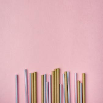 Bambusowe i plastikowe słomki kopiują przestrzeń