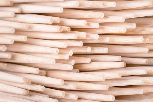 Bambusowe pałeczki do sushi lub pałeczki tło pełna klatka