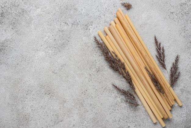 Bambusowe rurki do picia i lawendy