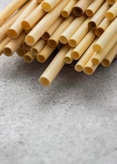 Bambusowe rurki do picia z wysokim widokiem