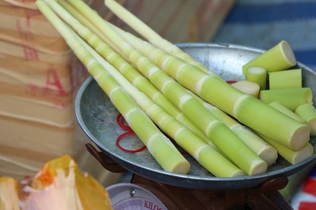 Bambusowy strzelać przy ulicznym jedzeniem