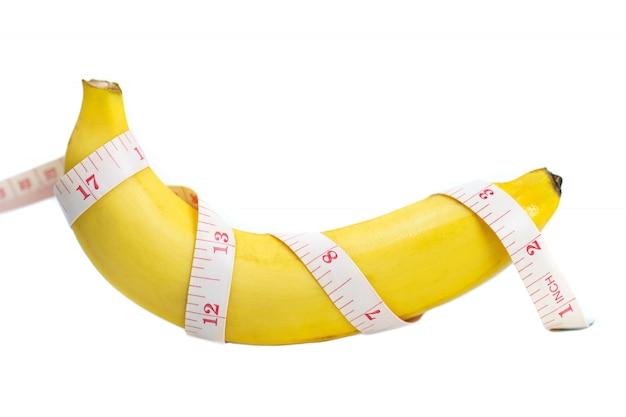 Banan owinięto taśmą mierniczą