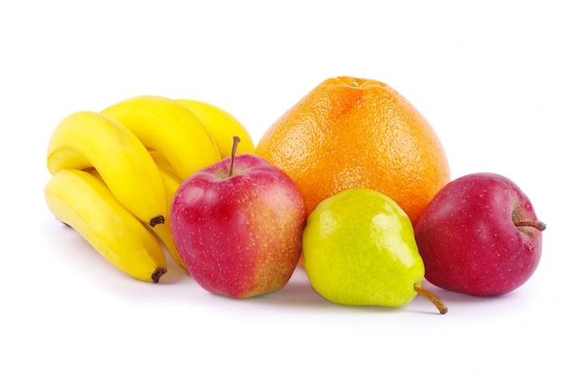 Banany, jabłka, gruszka i pomarańcza