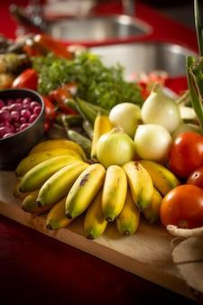 Banany pomidor i więcej warzyw w kuchni