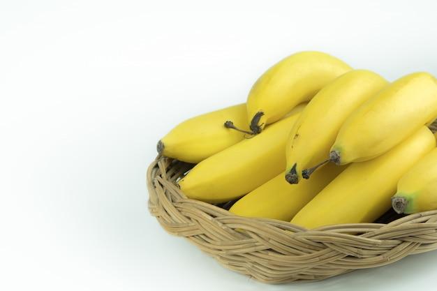 Banany w koszyku wyglądają bardzo ładnie.