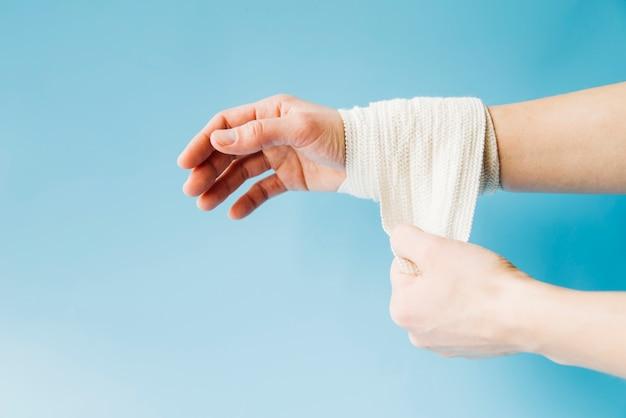 Bandażowana ręka
