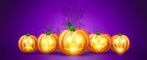Baner na halloween. realistyczna dynia na fioletowym tle.