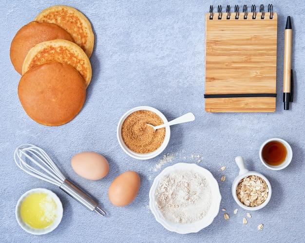 Baner tła żywności składniki pełnoziarnisty owies cukier kokosowy syrop waniliowy jajka naleśnik