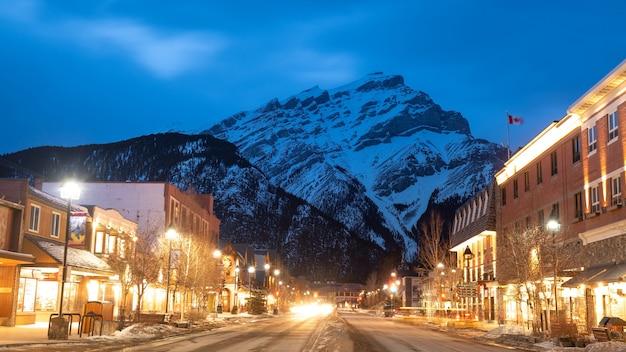 Banff avenue, banff, alberta, kanada