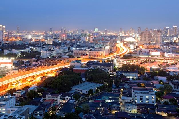 Bangkok dowtown o zmierzchu