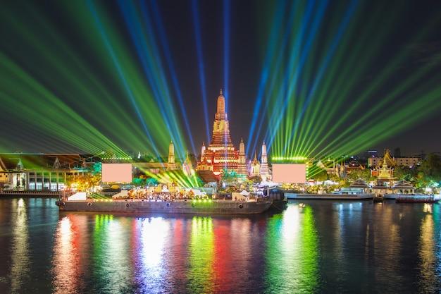 Bangkok nowy rok przy wata arun świątynią