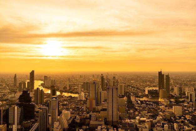 Bangkok pejzaż miejski z piękną powierzchnią budynek i architecturein w tajlandia