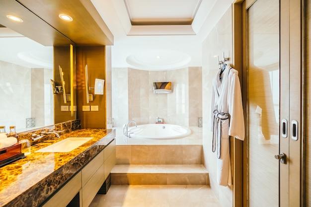 Bangkok, tajlandia - 12 sierpnia 2016: piękna luksusowa łazienka w
