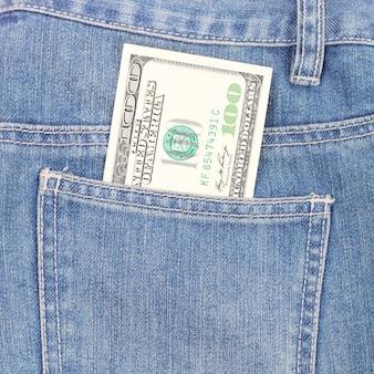 Banknot 100 dolarów w kieszeni dżinsów, koncepcja czarnego piątku