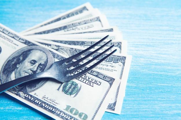 Banknot na widelcu