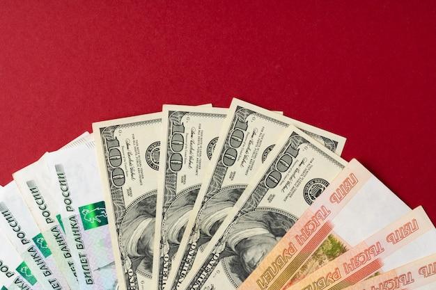 Banknoty dolar amerykański i rubel rosyjski z bliska