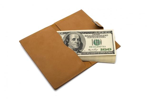 Banknoty dolarów w skórzanej brązowej torebce
