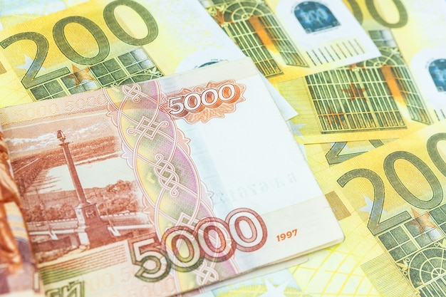 Banknoty euro, rubel