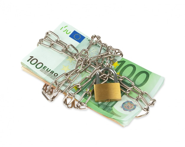 Banknoty euro z łańcuchem i kłódką