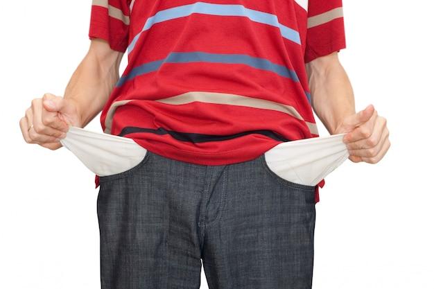 Bankructwo ręce człowieka z dwoma pustymi kieszeniami na białym tle