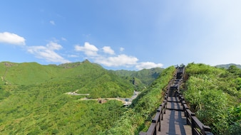 Baoshishan Lookout Drewniany balkon w Ruifang, Nowe Tajpej, Tajwan