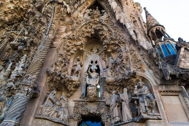 Barcelona, hiszpania, 20 września 2019 r. sagrada familia to ogromna rzymskokatolicka bazylika w barcelonie, hiszpania, zaprojektowana przez antoniego gaudiego i wpisana na listę światowego dziedzictwa unesco.