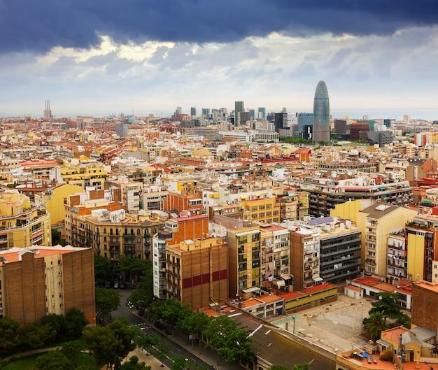 Barcelona miasto z sagrada familia. hiszpania
