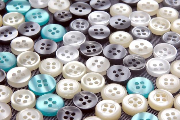 Bardziej różne guziki z masy perłowej