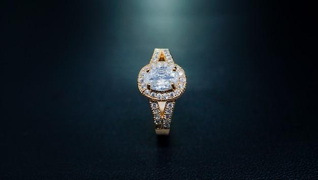 Bardzo luksusowa obrączka z pereł