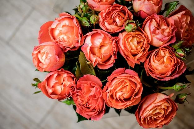 Bardzo piękny i elegancki bukiet delikatnych kwiatów