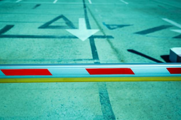 Bariera uniemożliwiająca przejazd pojazdów