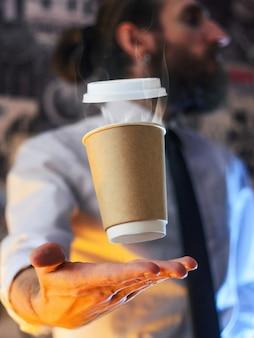 Barista i lewitujący kubek gorącej kawy