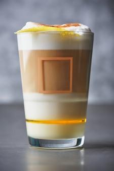 Barraquito to słodki napój kawowy bardzo popularny na wyspach kanaryjskich.