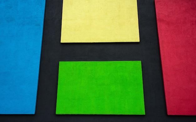Barwiona ściana, kwadraty