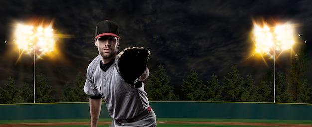 Baseballista na stadionie baseballowym.