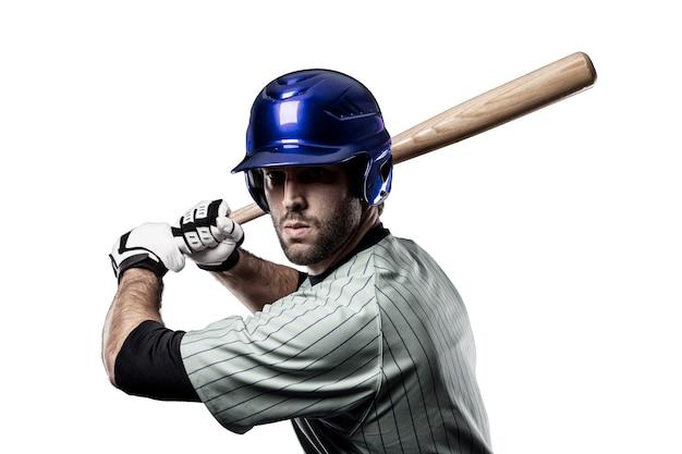 Baseballista w niebieskim mundurze na białym tle.