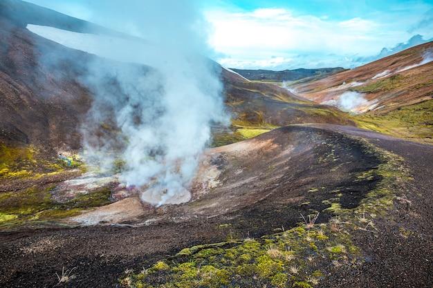 Baseny z wrzącą wodą na 54 km wędrówce z landmannalaugar na islandii