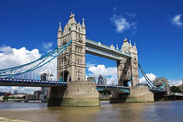 Basztowy most w londyńskim mieście, anglia, uk