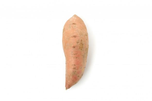 Bataty odizolowywający na biel powierzchni. warzywa