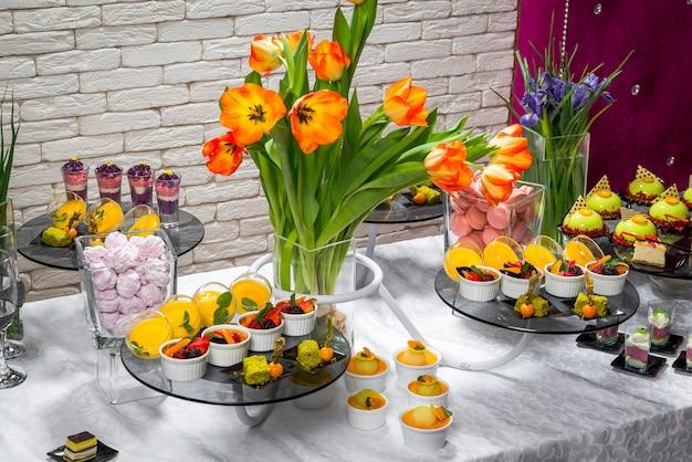 Batonik, pyszne desery owocowe w restauracji