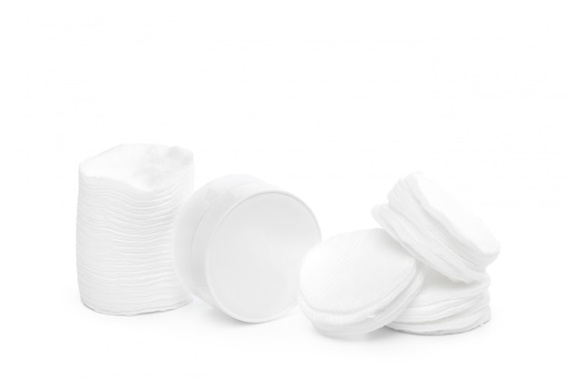 Bawełniane gąbki na białym tle