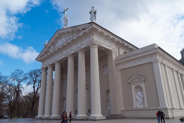 Bazylika katedralna św. stanisława i św. władysława z dzwonnicą wilno, litwa europa
