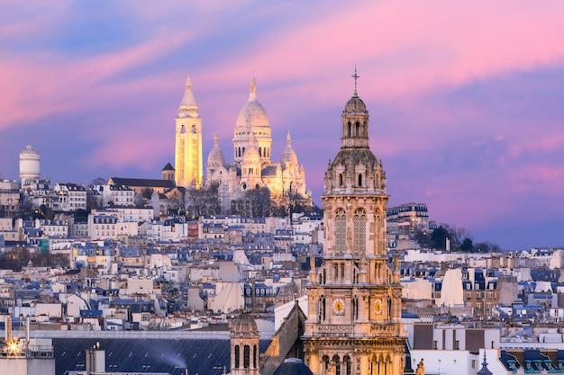 Bazylika sacre-coeur o zachodzie słońca w paryżu, francja