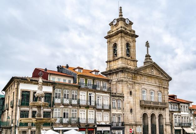 Bazylika świętego piotra w guimaraes, portugalia