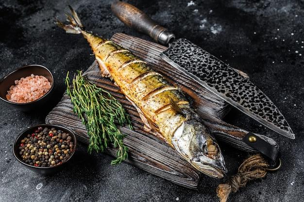 Bbq makrela z grilla z ziołami
