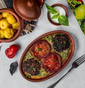 Beaf i warzywa smażone w piecu