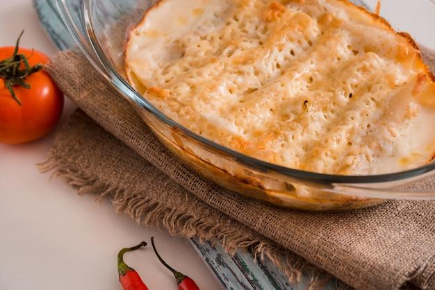 Bechamel z sosem cannelloni z mięsa