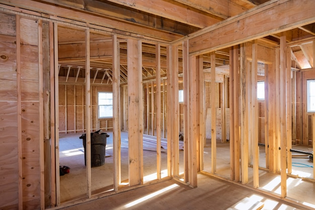 Belka szkieletowa nowego domu w budowie konstrukcja belki domowej