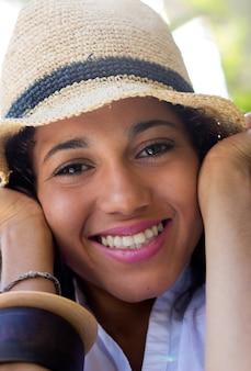 Belleza personas sombrero sonrisa mujer